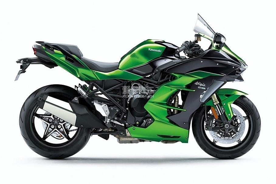 Ninja H2 SX旅行版拥有两个不同版本,图中经典的黑绿配色即为SE版,而黑色则为普通版。