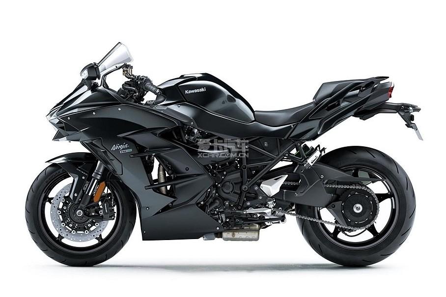 Ninja H2 SX在拥有超强性能的同时,还具日常城市道路驾驶的易操控性,在市区常使用的中低转速域内,机械增压将发挥出凌驾其它车型的动力。