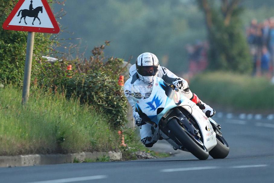 曼岛TT;电动摩托车;电动摩托车跑曼岛TT;