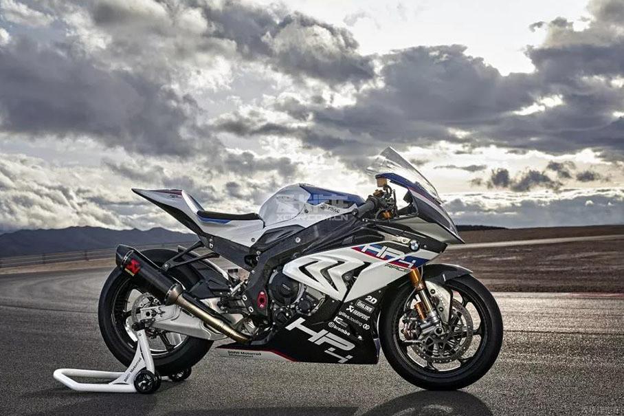 该车最大功率是158kW(215Ps)/13900rpm,最大扭矩120Nm/10000rpm,前后减震器应用了WSBK和MotoGP等级的hlins减震。