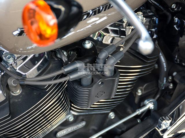 相比上一代103b发动机,在结构上依然保持哈雷传统的45度夹角设计布局图片