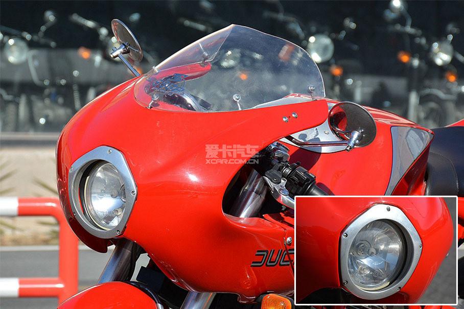 """现代人通常称这种经典的半覆式车头整流罩为""""猪头"""",拥有该整流罩车型基本被归纳为复古车型。金属材质五角星形状的车灯造型,在当时是极为大胆的设计。"""