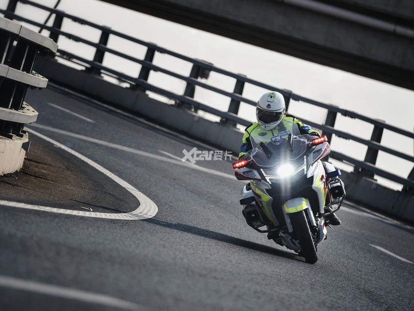 春风;CFMOTO;CF1250J;春风警用摩托