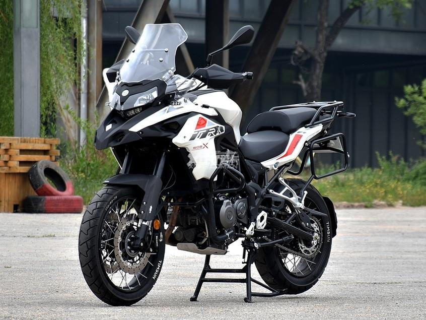 贝纳利TRK502X