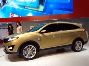 新SUV/全新中华V3等谍照   内饰 并有大量的镀铬饰条来点缀整个氛高清图片