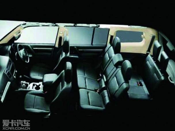 改款帕杰罗共提供两种动力配置,其中一款是3.0l v6汽油发动机,高清图片