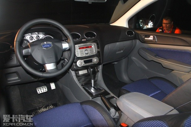 2014款 福特经典福克斯两厢 现车最高优惠2万元 福特经典福克斯两厢