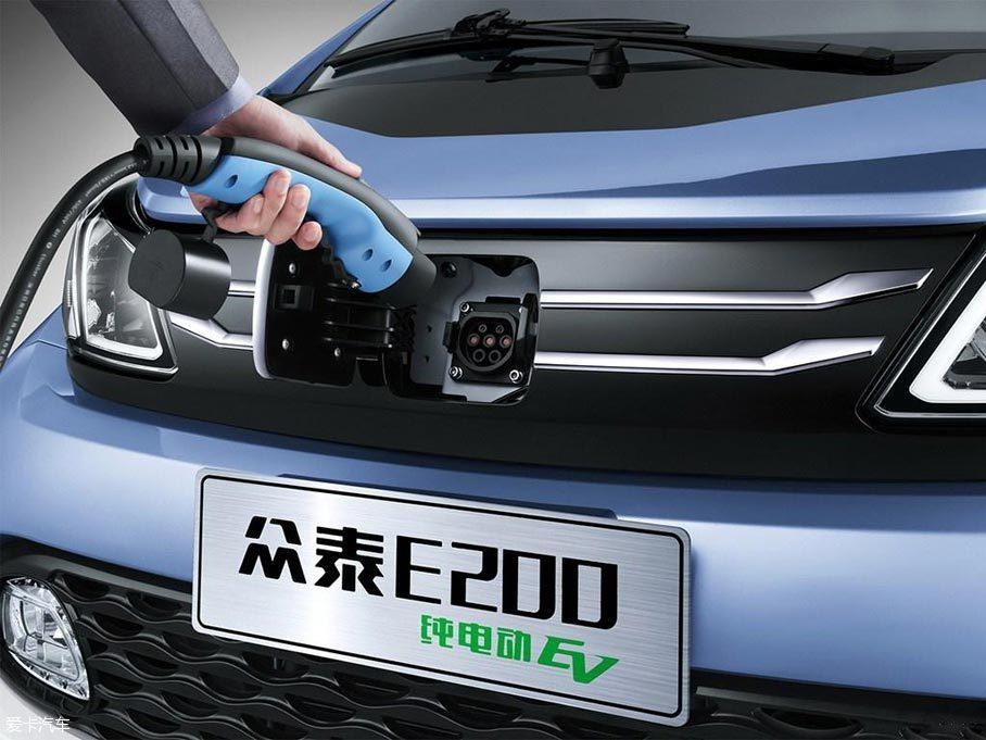本届车展上,众泰E200电动车正式发布并上市.日前,爱卡汽车前方