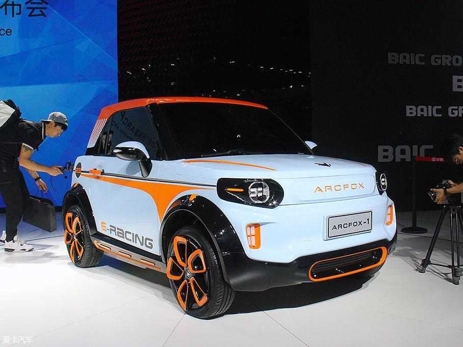 在2016年广州车展上,北汽新能源发布了ARCFOX-1概念车。在一年之后的2017年广州车展上,ARCFOX-1的量产版车型LITE正式上市,补贴后售价为8.68-9.68万元。