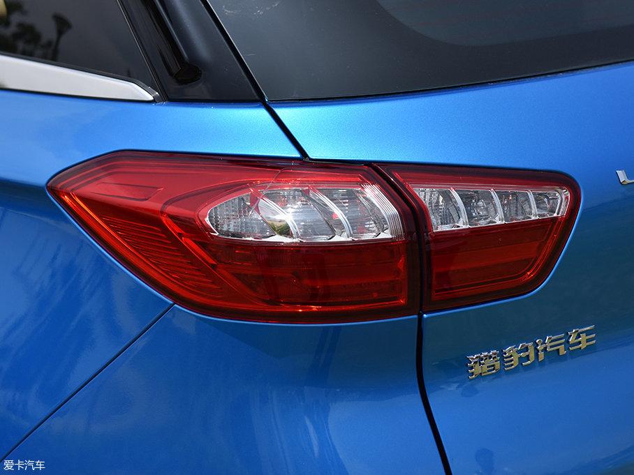 车尾灯组的造型同样和CS10有较高的相似度,灯腔内部线条干净整洁,光源部分则同样为卤素灯泡。