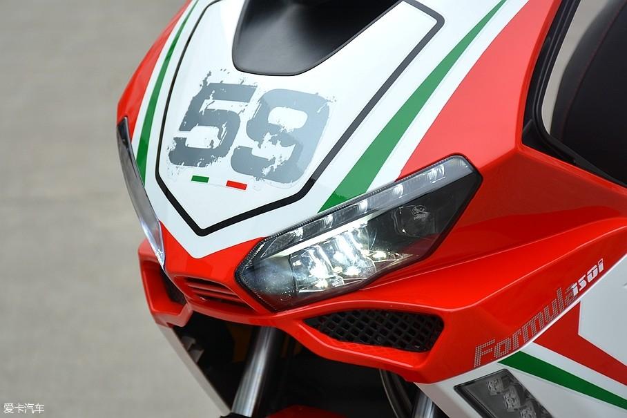 2017年3月11日,龙嘉摩托在宁波慈溪召开了2017年经销商大会,并在会议中正式发布了Formula 150i,并在现场公布了售价。龙嘉Formula 150i售价为10980元