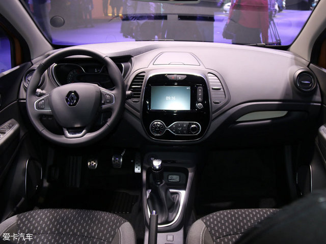 动力方面,新车在欧洲市场搭载0.9T和1.2T汽油发动机以及1.5T柴油发动机。来到国内后以1.2T汽油发动机为主。