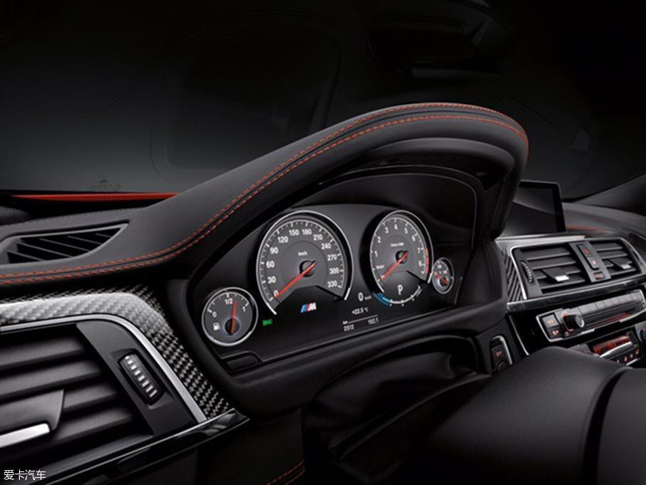 宝马全新M4两款车型上市 售92.7万元起
