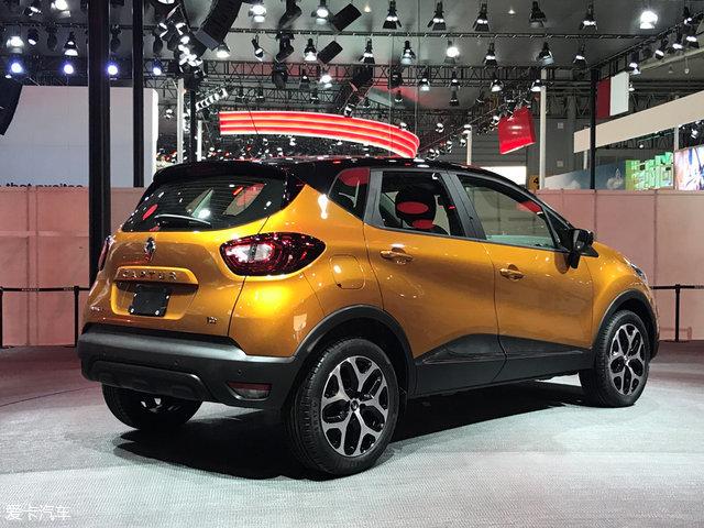 另外,新款卡缤还增加Atacama Orange和Ocean Blue两种车漆以及Platinum Grey车顶车漆,总计车身颜色达到了30种之多。同时,新车还采用了全新样式的16和17英寸轮圈。尾部方面,新车主要变化是尾灯增加了LED光源。