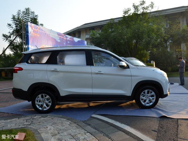 五菱宏光S3正式上市 售价5.68-8.18万元