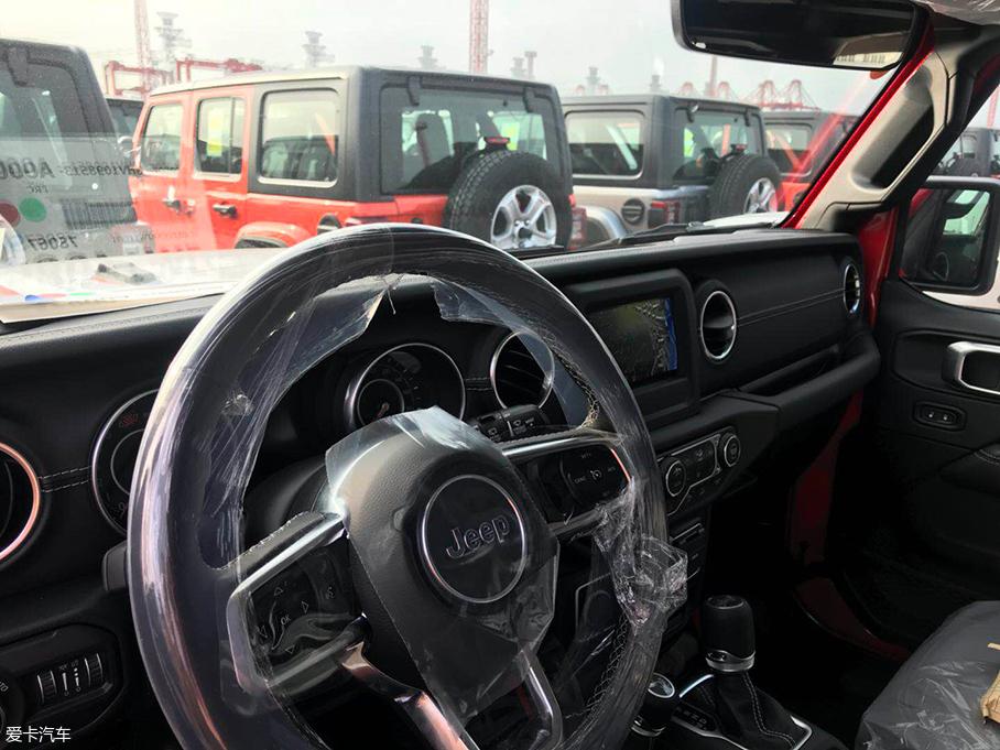 全新一代Jeep牧马人内饰曝光 月底上市