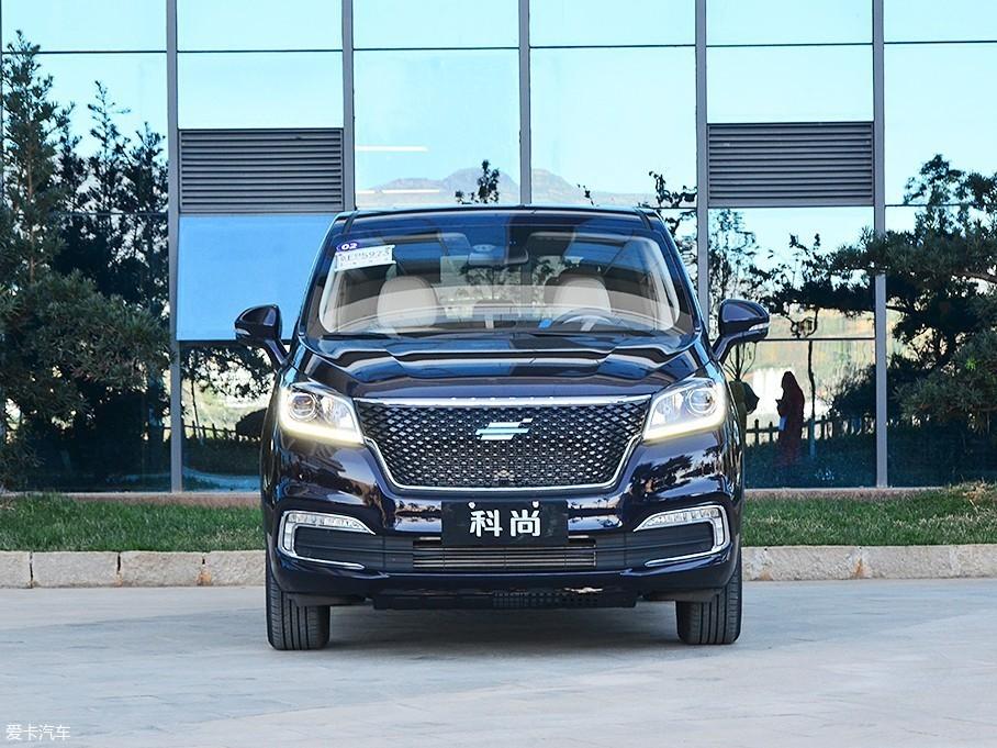 """欧尚品牌全新""""云鹰标""""LOGO,悬浮于格栅表面,代表着他将主打城市新中产MPV车型市场。"""