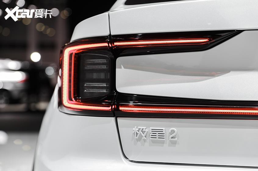 极星2工程试装车型首登海口新能源车展