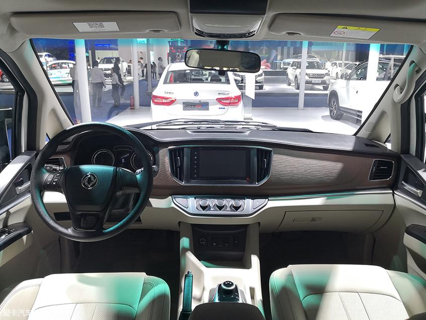 成都车展:东风风行新款菱智M5 EV亮相
