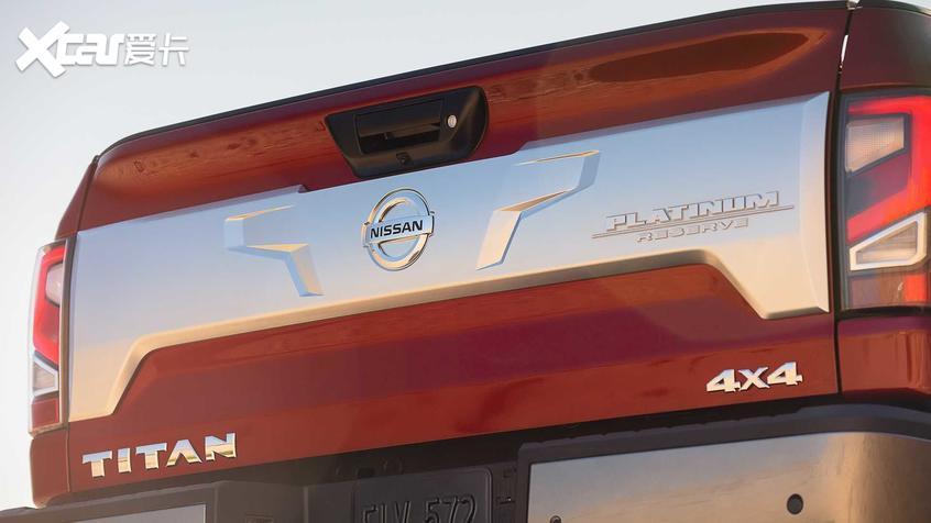 日产新Titan官图 V-motion前脸搭载其上