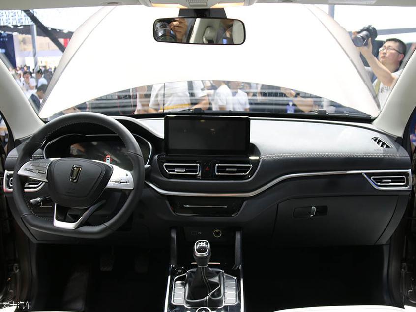 奔腾全新小型SUV—T33首发 搭1.6L动力