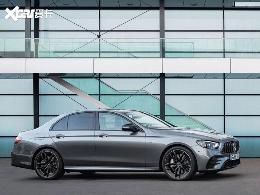 新款奔驰E级线上首发 前脸采用全新设计
