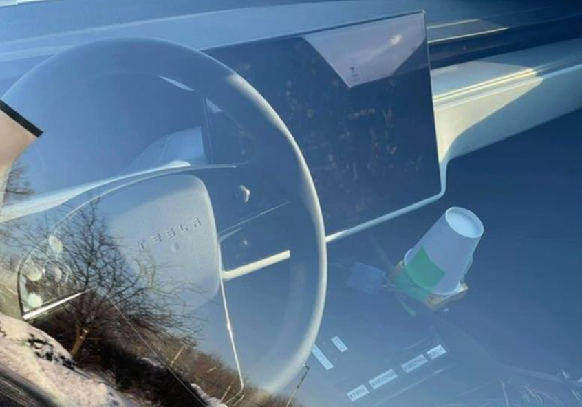 新款特斯拉Model S实车 延续传统方向盘