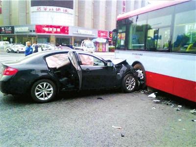 长安街英菲尼迪车祸