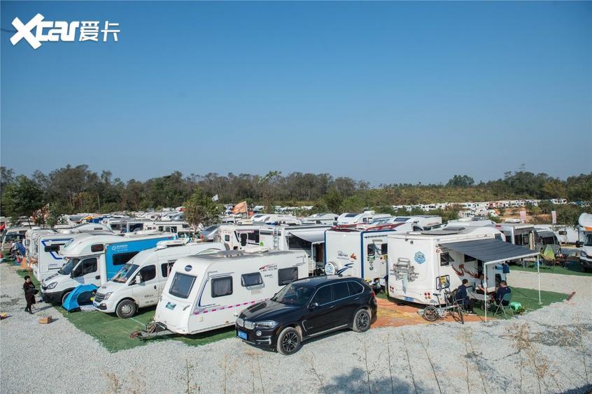 来自全国各地的房车车友在御宁山营地露营