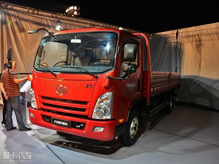 今晚,一汽通用汽车旗下轻卡车型解放F330速豹正式在北京上市。据悉此次新车共推出3种不同载重量,共6款车型,售价区间为9.99-12.21万元。具体车型及售价信息详见下表: 一汽通用解放F330速豹 车型 售价(万元) 1.5T(吨) 标准型 9.99 ...