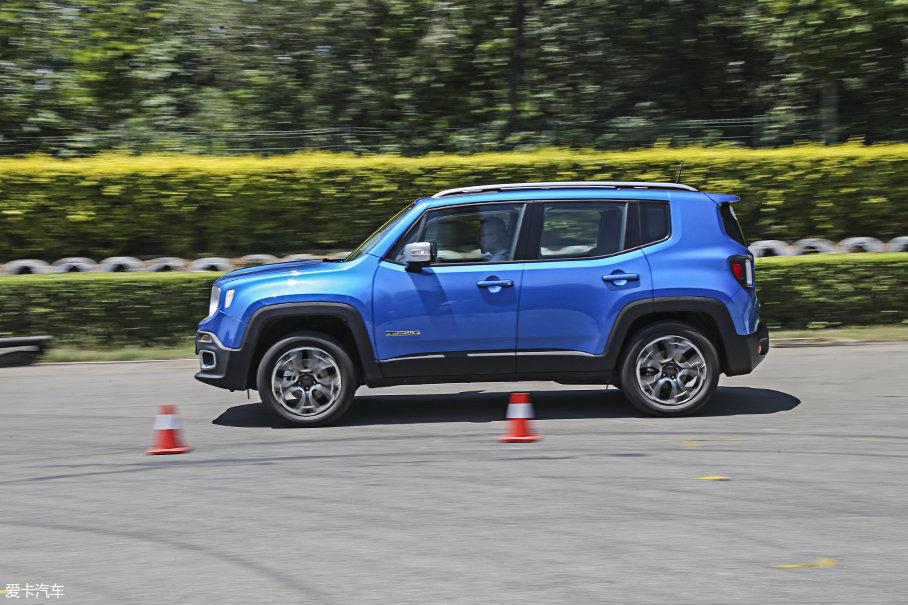 由于车辆配备了四驱系统,使得车辆在加速时还要浪费部分动力,这让Jeep自由侠2.0L车型在加速测试中的表现并不如1.4T车型出色。