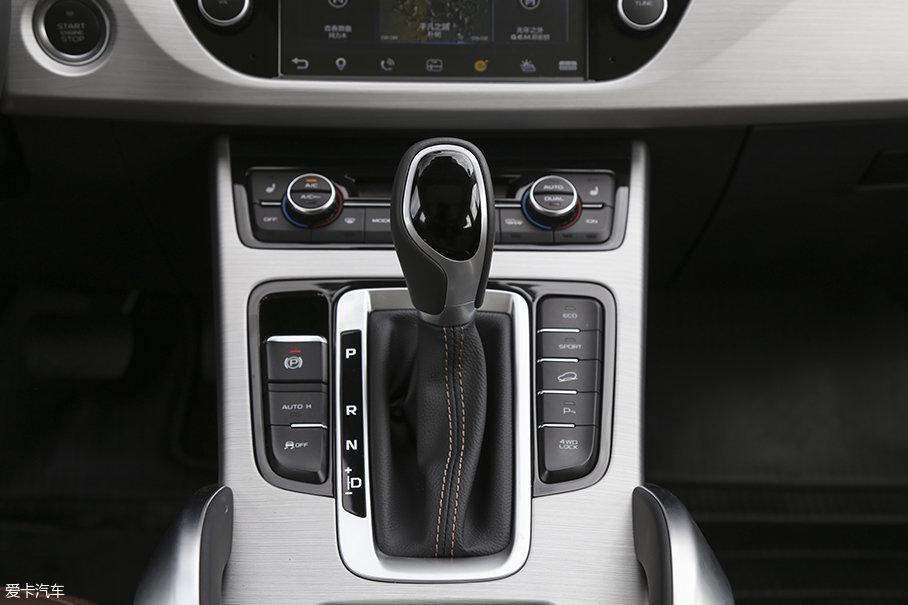 同发动机匹配的是来自澳大利亚DSI公司生产的6速手自一体式变速箱。在中国品牌主推双离合变速箱的今天,吉利博越的这种选择是十分明智的。