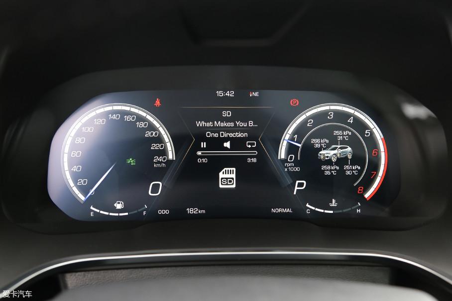 WEY VV5采用了12.3英寸的高清液晶仪表盘。该仪表盘界面清晰,并且可以通过调节显示出非常丰富的车辆信息。此外在Sport模式之下,车辆还具有另外的一套显示主题。