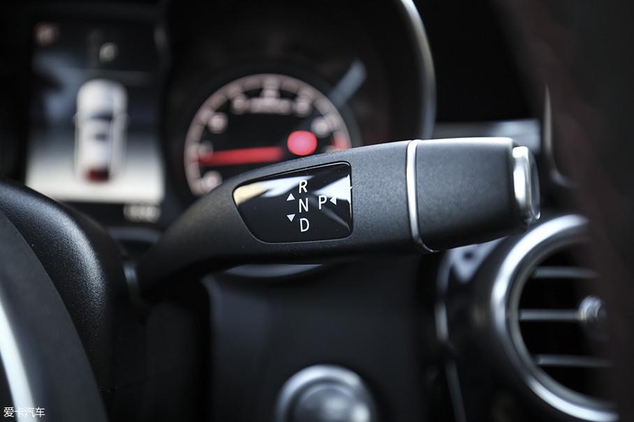 和发动机匹配是一台9速手自一体变速箱,采用怀挡设计并且配置有换挡拨片以及多种驾驶模式。