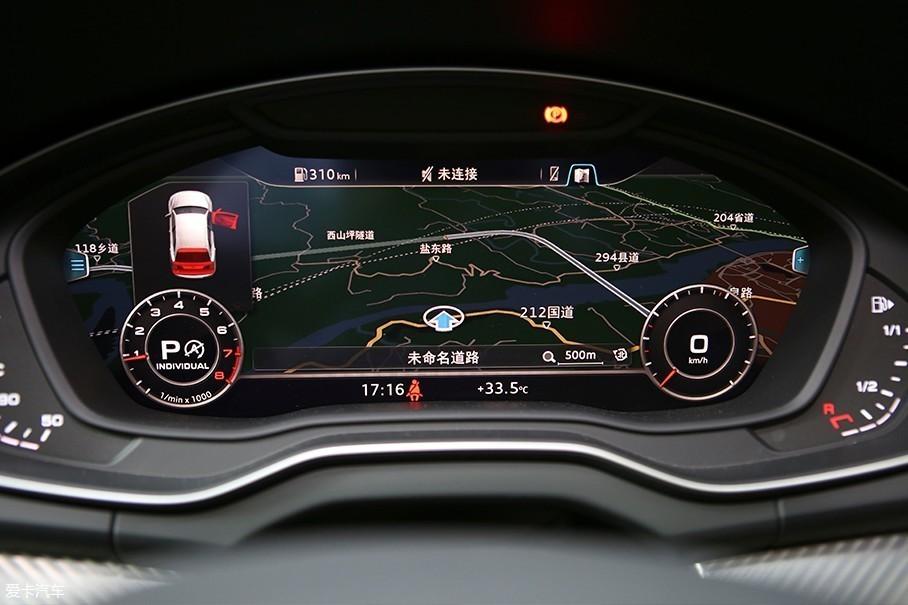 """奥迪方面非常大方的将奥迪Q7身上的""""虚拟座舱""""全液晶仪表盘下放到了奥迪Q5L身上。和宝马X3相比起来,奥迪Q5L并没有过分的尊于传统,大胆的设计让奥迪Q5L的仪表盘非常具有科幻感。"""