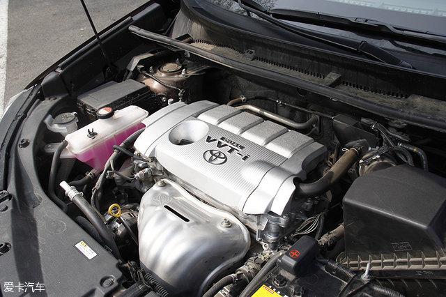 下面两台车一款是大家喜闻乐见有钱就买的BMW 3系,还有一款是在SUV车型当中非常火爆的丰田荣放。加了涡轮增压器的N系列发动机会还原BMW自吸的顺滑吗?SUV对于振动的抑制会有轿车那样到位嘛? 6、BMW 328Li 2.0L L4 涡轮增压 满大街的3系证明这款车型的又一次成功,改装市场上琳琅满目的改装件也显示着它那巨大的改装潜力。这台N20B20A发动机能够输出180kW(245Ps)和350Nm的动力,原厂状态0-100km/h加速就仅需6.