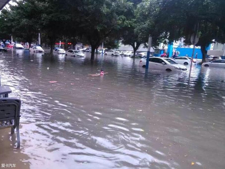 广州大雨雨天行车注意啥