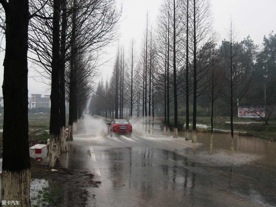 广州大雨雨天行车
