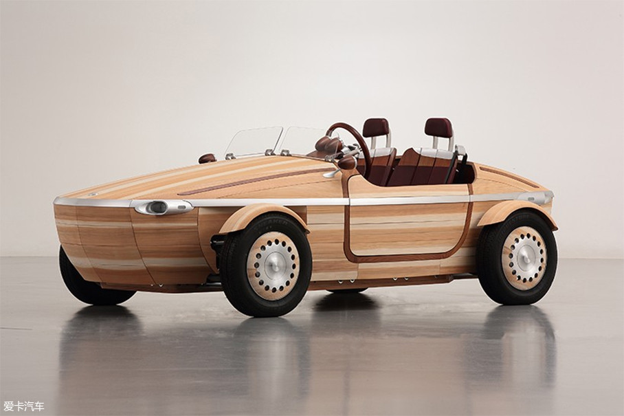 Setsuna概念车属于剑走偏锋那一类,虽是木头车,但也能开。其车身由86块实木拼装,外部由柳杉木板制成,而车体主框架则由日本桦木制成。整车在制造过程中,采用了日本传统手工工艺,没有使用一颗螺丝或铆钉,其实就是我们的榫卯工艺吧。