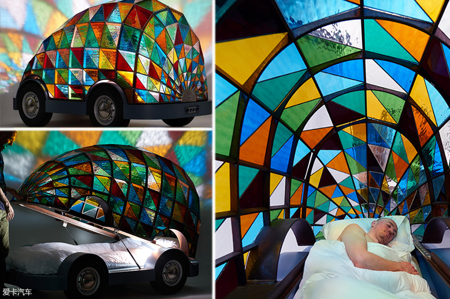 这款无人驾驶的小车,内部仅搭载了一张小床,与其说它是一辆无人驾驶车,不如说它就是一顶装了轮子的帐篷。但是,如果只是为了睡觉,家里的席梦思不舒服吗?
