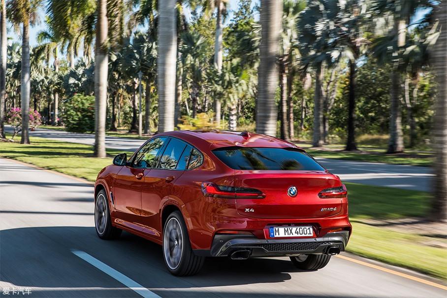 全新宝马X4的车尾线条简洁,尾灯变得十分修长,光源采用全LED设计,点亮效果十分醒目。