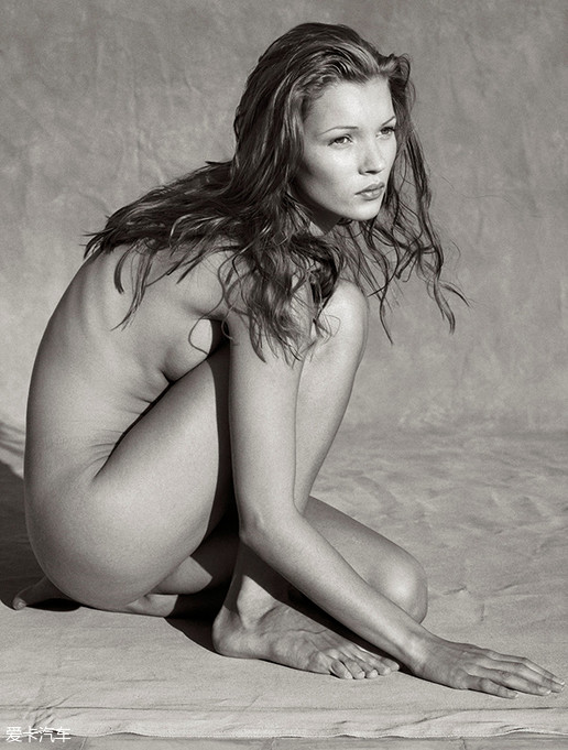 Kate Moss19岁生日时,艾伯特·沃森为其拍摄了这样一组照片。
