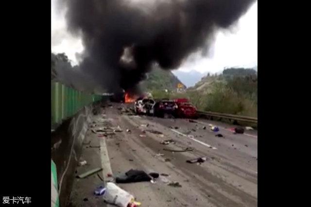 广东高速特大追尾事故