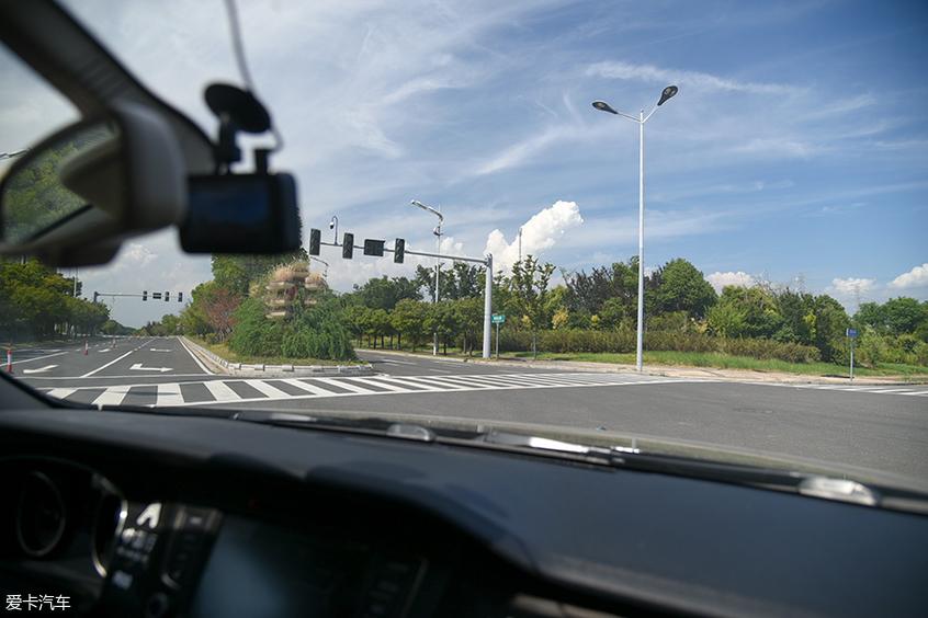 体验中智行自动驾驶测试车