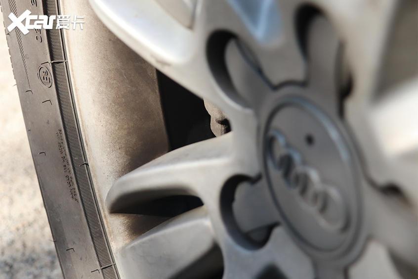 劣质刹车片;劣质刹车片和原厂刹车片对比;4S店的装配