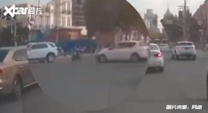 1024上海车祸;事故发生时画面