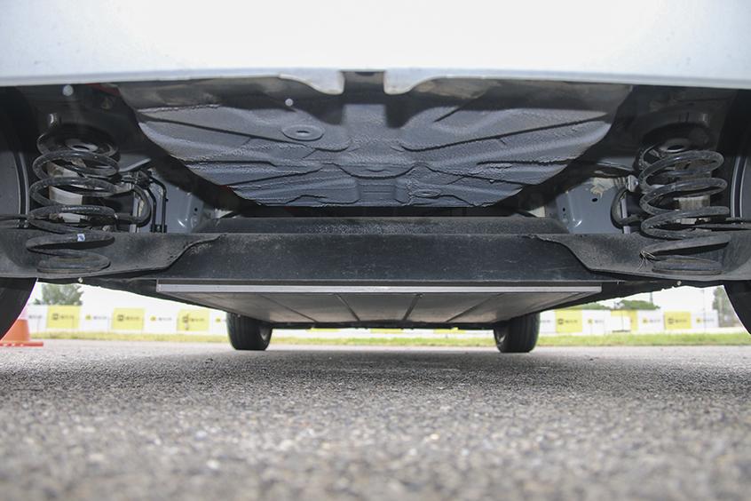 纯电代步小车也疯狂 场地试驾比亚迪e1