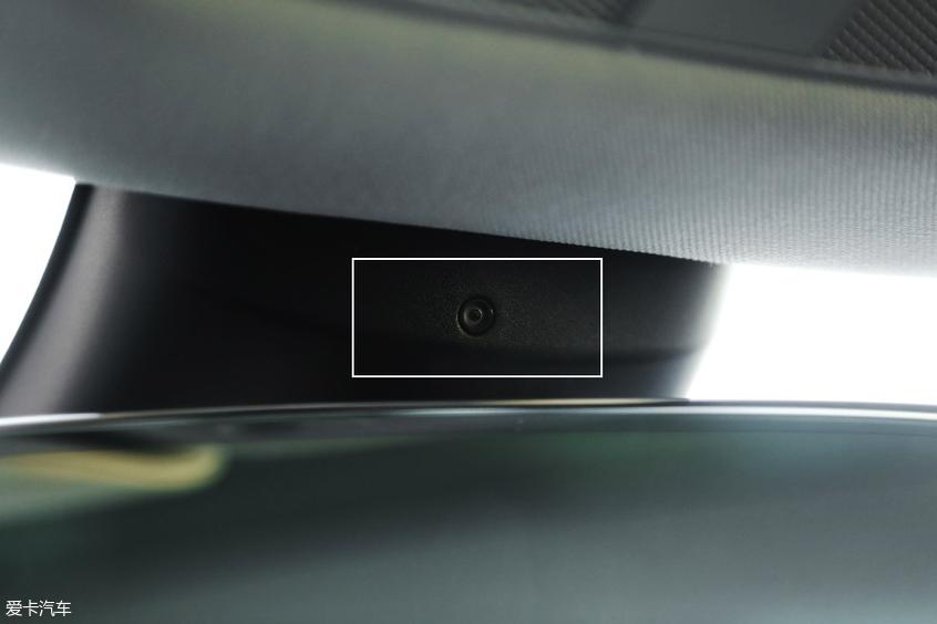 特斯拉Model 3车内摄像头