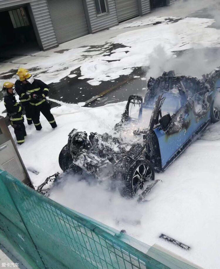 蔚来汽车维修中发生自燃