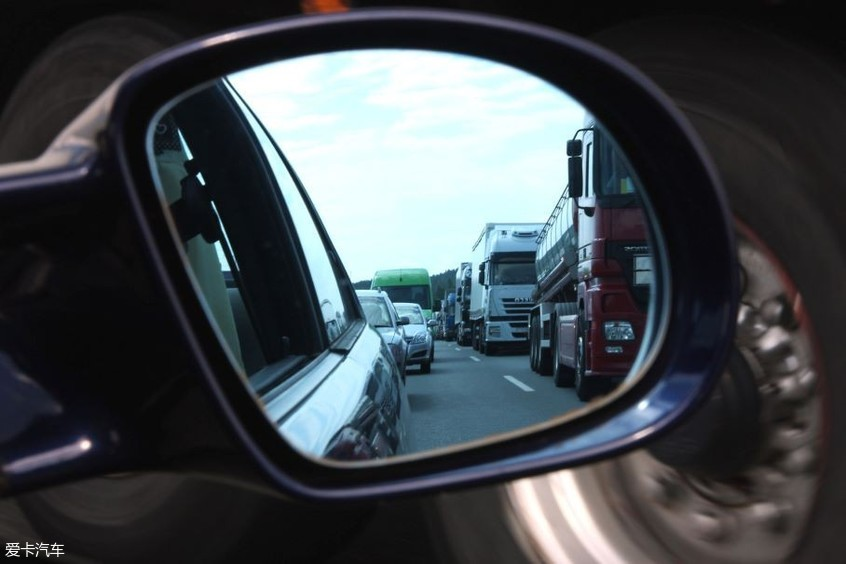 开车门引发的交通事故